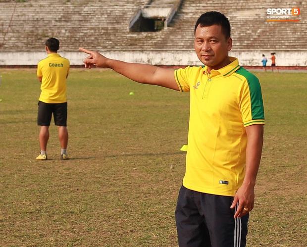 HLV trưởng đội nữ Thái Nguyên: Nhiều cầu thủ bỏ bóng đá đi làm công nhân vì quá khó khăn - Ảnh 3.