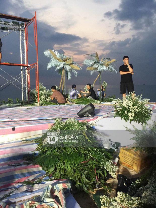 Ảnh siêu hiếm độc quyền từ Phú Quốc: Đông Nhi đội voan cưới dài 3m, tất bật chuẩn bị cho hôn lễ trên biển ngày mai - Ảnh 3.