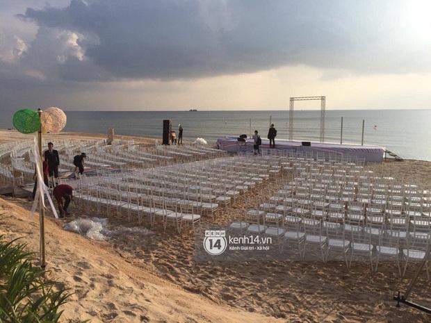Ảnh siêu hiếm độc quyền từ Phú Quốc: Đông Nhi đội voan cưới dài 3m, tất bật chuẩn bị cho hôn lễ trên biển ngày mai - Ảnh 1.