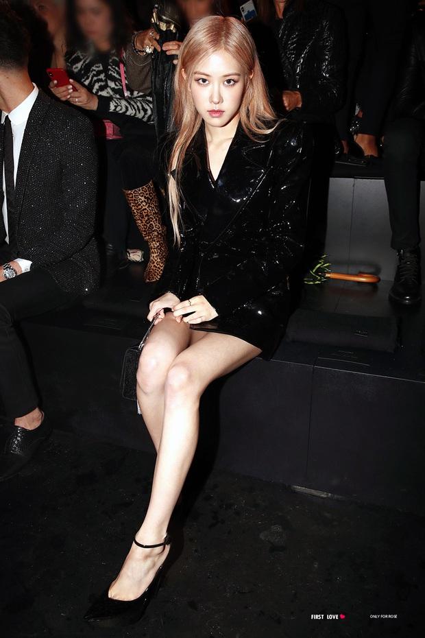 Là nhàm chán hay cool ngầu khi 90% những lần đi sự kiện thời trang, Rosé đều bê nguyên công thức tóc vàng - đồ đen? - Ảnh 3.