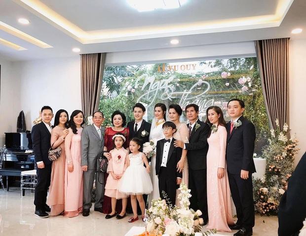 Hình ảnh hiếm hoi của em gái Ông Cao Thắng trong siêu đám cưới: Trang điểm nhẹ, diện áo dài nhã nhặn vẫn tuyệt đối xinh đẹp - Ảnh 1.