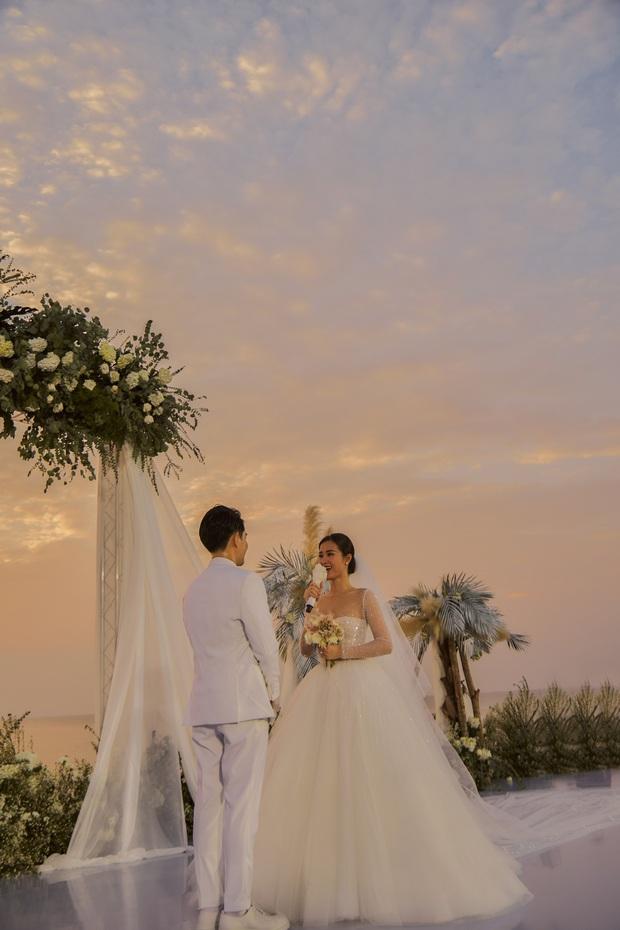 Đông Nhi ra mà xem trọn vẹn khoảnh khắc căng đét trong đám cưới của Mai Hồng Ngọc và Ông Cao Thắng này! - Ảnh 2.