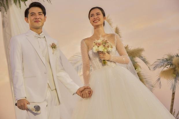 Đông Nhi và Ông Cao Thắng livestream sau hôn lễ: Kể tường tận sự cố trước ngày rước dâu, chia sẻ cận cảnh nhẫn cưới - Ảnh 1.