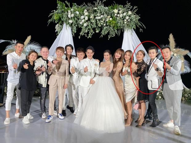 Gil Lê và Hoàng Thùy Linh công khai sánh đôi, kề sát vai cực tình trong lễ cưới Đông Nhi - Ông Cao Thắng - Ảnh 3.