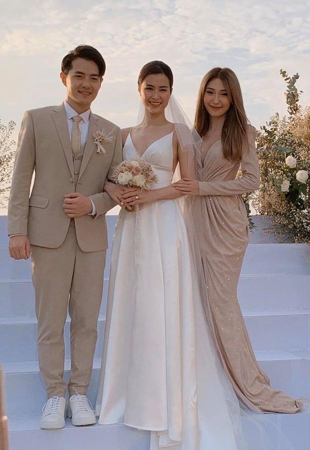 200 sao Việt xúng xính váy áo dự đám cưới đẹp như mơ của Đông Nhi - Ông Cao Thắng - Ảnh 9.