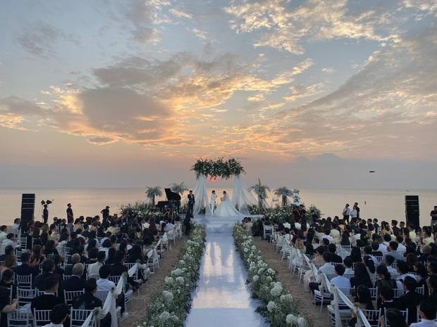 Khoảnh khắc ý nghĩa nhất sau 10 năm: Đông Nhi - Ông Cao Thắng cười tít mắt khoe nhẫn cưới, chính thức kết duyên vợ chồng - Ảnh 4.