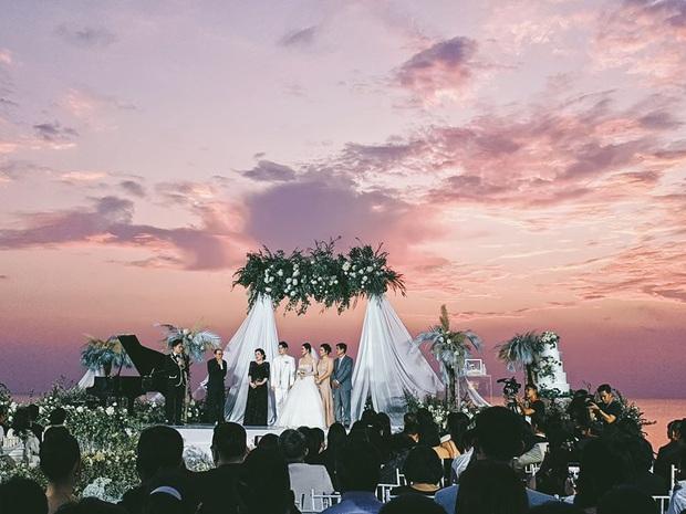 Khoảnh khắc ý nghĩa nhất sau 10 năm: Đông Nhi - Ông Cao Thắng cười tít mắt khoe nhẫn cưới, chính thức kết duyên vợ chồng - Ảnh 3.
