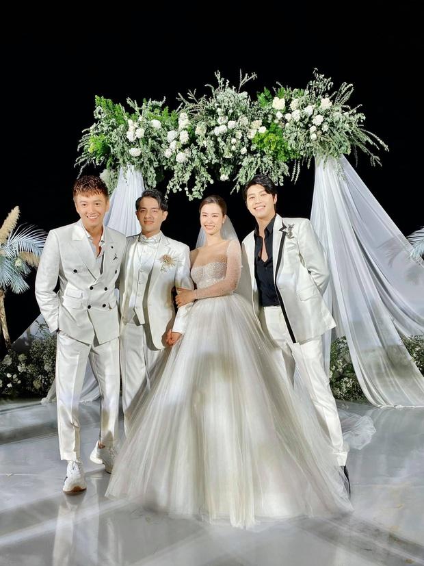 Xúc động nhìn lại sự nghiệp của gia đình văn hoá tái ngộ tại đám cưới Đông Nhi - Ông Cao Thắng: Sau 10 năm, ai cũng đều viên mãn hết cả! - Ảnh 1.