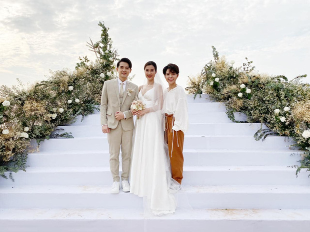 200 sao Việt xúng xính váy áo dự đám cưới đẹp như mơ của Đông Nhi - Ông Cao Thắng - Ảnh 4.