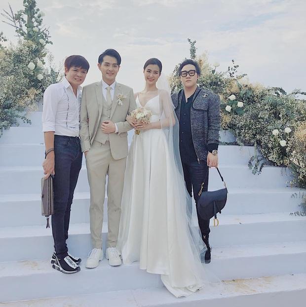200 sao Việt xúng xính váy áo dự đám cưới đẹp như mơ của Đông Nhi - Ông Cao Thắng - Ảnh 10.