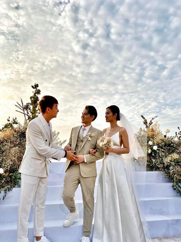 200 sao Việt xúng xính váy áo dự đám cưới đẹp như mơ của Đông Nhi - Ông Cao Thắng - Ảnh 2.