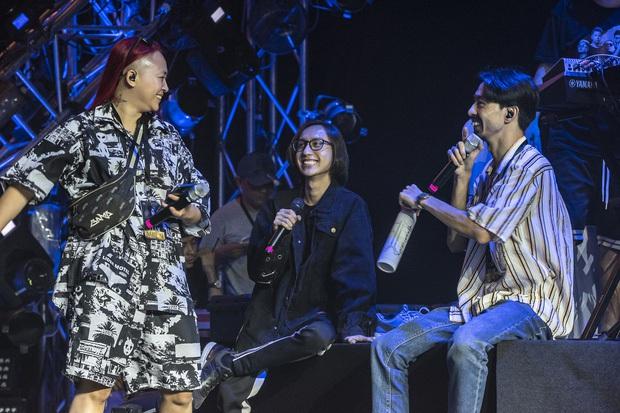 Kimmese rap sung đến quên cả lời trong liveshow Đen Vâu, chia sẻ ai mời hát chung thì lấy cát-xê nhưng hát cùng Đen thì miễn phí! - Ảnh 6.