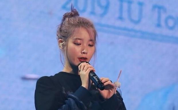IU vẫn không được buông tha vì cựu gà JYP phá đám, nhưng bạn thân cô mới gây sốc vì thành tích bết bát sau khi đổi từ rap sang hát ballad - Ảnh 1.