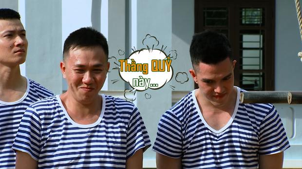 Sao nhập ngũ: Jun Phạm năn nỉ đừng cắt tóc quá ngắn, cân team khi co tay xà đơn - Ảnh 1.