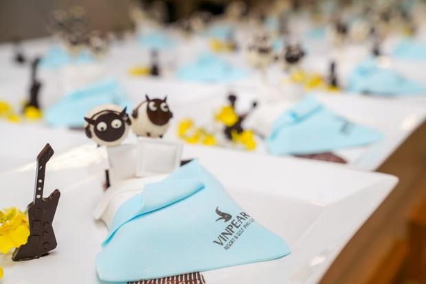 Ăn tiệc chưa ngơi mồm, khách dự đám cưới Đông Nhi - Ông Cao Thắng còn được tặng bánh cừu đặc biệt cực xinh xắn - Ảnh 3.
