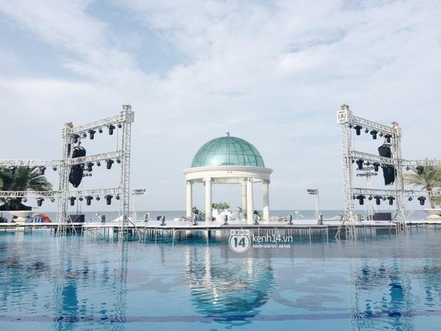Độc quyền: Không gian lễ cưới Đông Nhi - Ông Cao Thắng đã hoàn thiện, đẹp lung linh như cổ tích giữa biển đảo Phú Quốc - Ảnh 3.