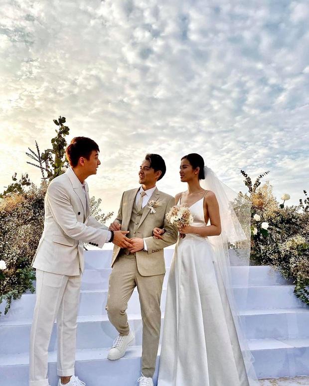 Cập nhật váy cưới của Đông Nhi: Một chiếc vedette bồng xoè đúng chuẩn công chúa, một chiếc đơn giản tinh tế, ngóng chờ chiếc thứ 3 - Ảnh 2.