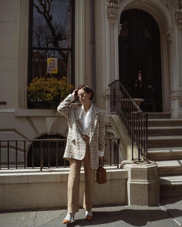 5 items sống mãi với thời gian khiến các BTV thời trang quả quyết: Tôi sẽ mặc chúng đến hết đời - Ảnh 2.