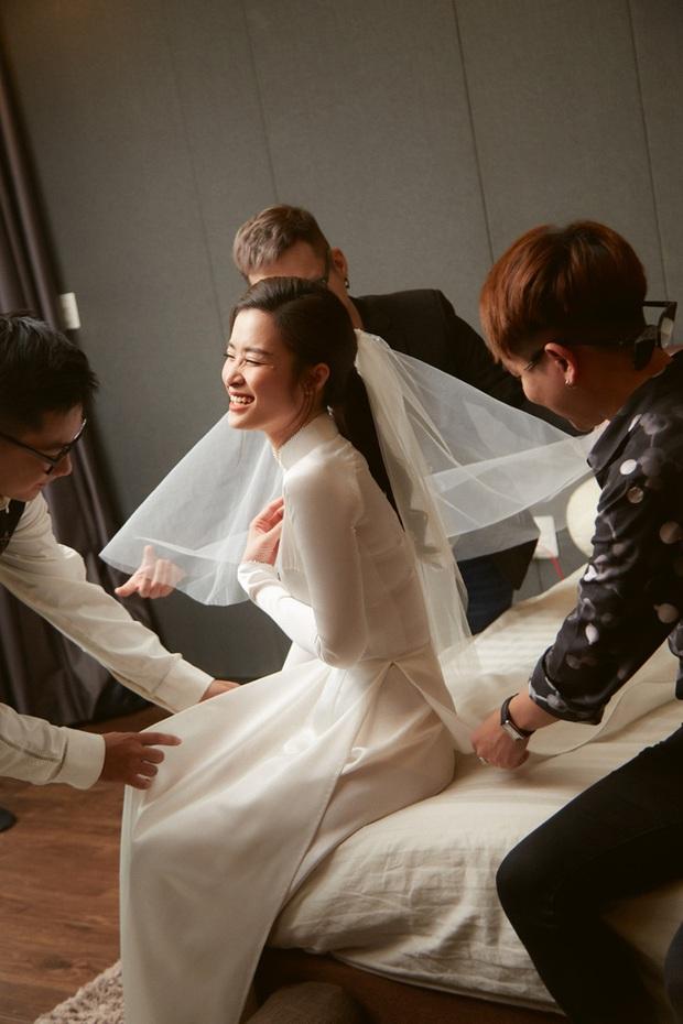 """NTK Chung Thanh Phong: """"Phải là một nhà mốt tinh tế, làm nghề lâu năm mới dám thực hiện chiếc áo dài của Đông Nhi"""" - Ảnh 1."""