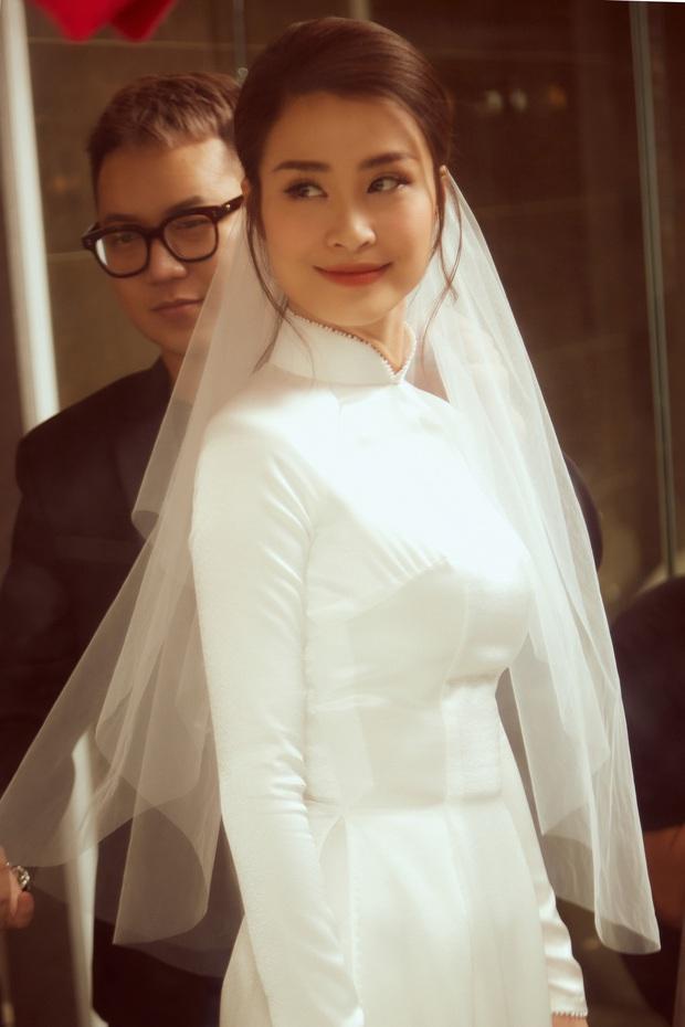 """NTK Chung Thanh Phong: """"Phải là một nhà mốt tinh tế, làm nghề lâu năm mới dám thực hiện chiếc áo dài của Đông Nhi"""" - Ảnh 2."""