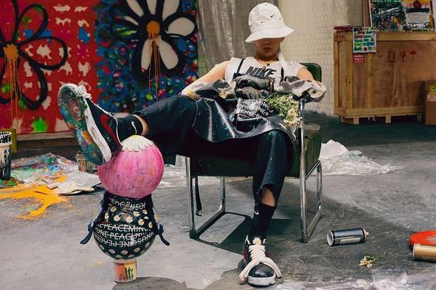 Siêu phẩm Air Force 1 của G-Dragon x Nike: có tới 3 phiên bản, bản giới hạn tại Hàn đã bay màu chỉ trong 1 ngày - Ảnh 1.