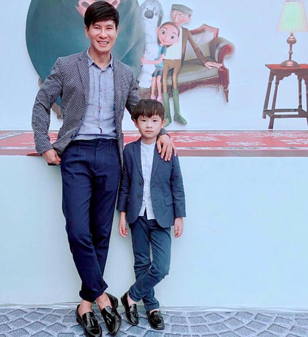 Không chỉ học 4 ngoại ngữ, con trai 8 tuổi của Lý Hải - Minh Hà còn viết chữ đẹp như mẫu in, nhưng tiết lộ sau đó càng bất ngờ - Ảnh 2.