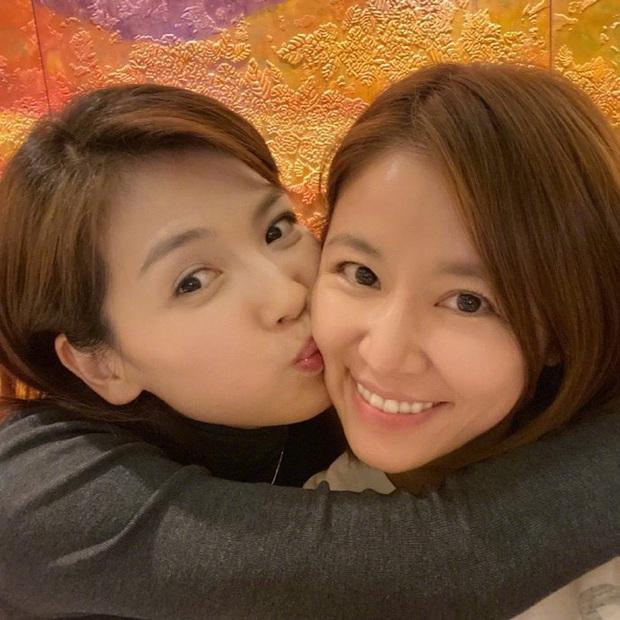 Màn đọ nhan sắc bất phân thắng bại giữa Lưu Đào và Lâm Tâm Như, cặp đôi tình bạn từ trong phim đến ngoài đời - Ảnh 2.