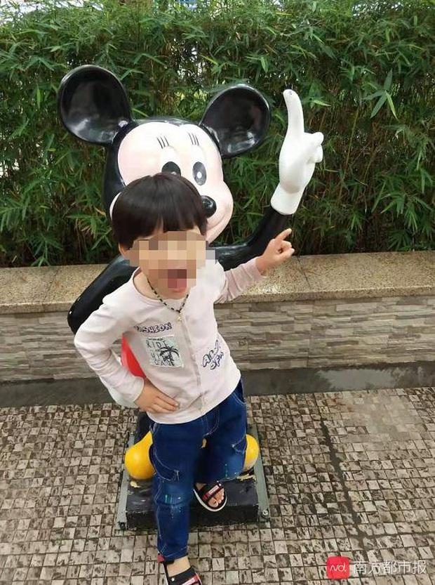 2 tuần sau khi bố nhận điện thoại từ trường mẫu giáo, con trai 5 tuổi qua đời, nguyên nhân do ngộ độc bởi thuốc diệt chuột - Ảnh 1.