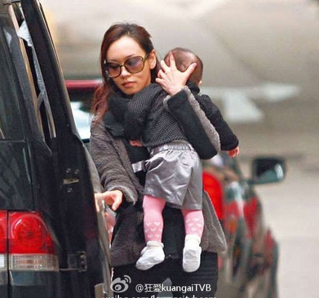 Hoa hậu Hong Kong tuột dốc vì bê bối chửa hoang, tuổi 41 nương tựa đại gia làm lại cuộc đời - Ảnh 3.