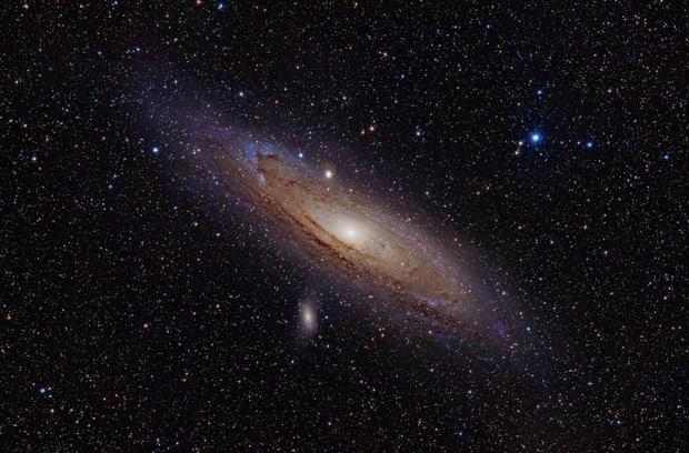 Lần đầu tiên khoa học chứng kiến gió thiên hà trải dài tới cả ngàn năm ánh sáng. Khoảng vài năm nữa thôi, Dải Ngân hà cũng chứng kiến cảnh tương tự! - Ảnh 5.