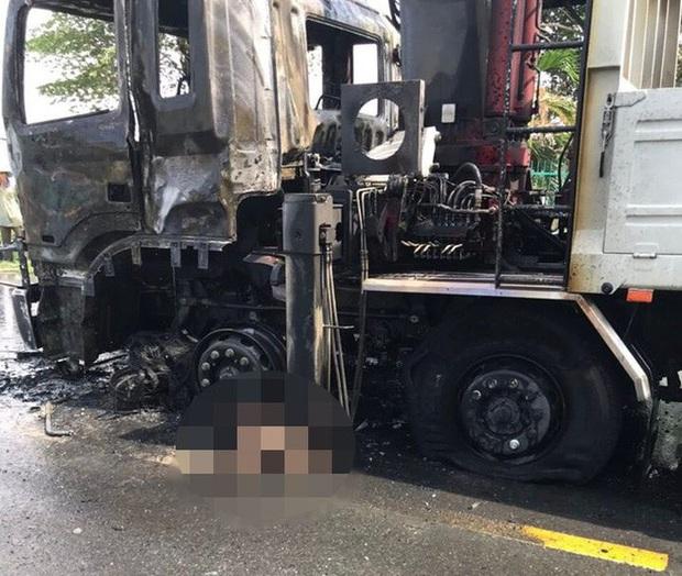 Người đàn ông chết cháy thương tâm sau va chạm kinh hoàng với xe tải  - Ảnh 5.