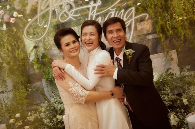 """NTK Chung Thanh Phong: """"Phải là một nhà mốt tinh tế, làm nghề lâu năm mới dám thực hiện chiếc áo dài của Đông Nhi"""" - Ảnh 7."""