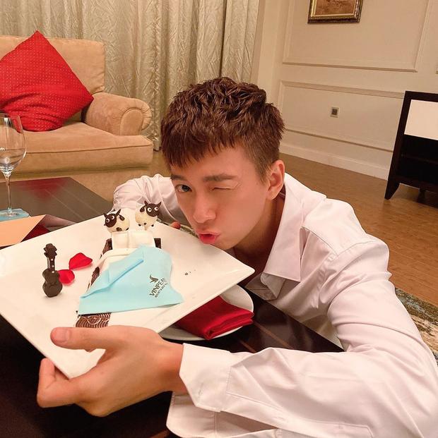 Ăn tiệc chưa ngơi mồm, khách dự đám cưới Đông Nhi - Ông Cao Thắng còn được tặng bánh cừu đặc biệt cực xinh xắn - Ảnh 2.