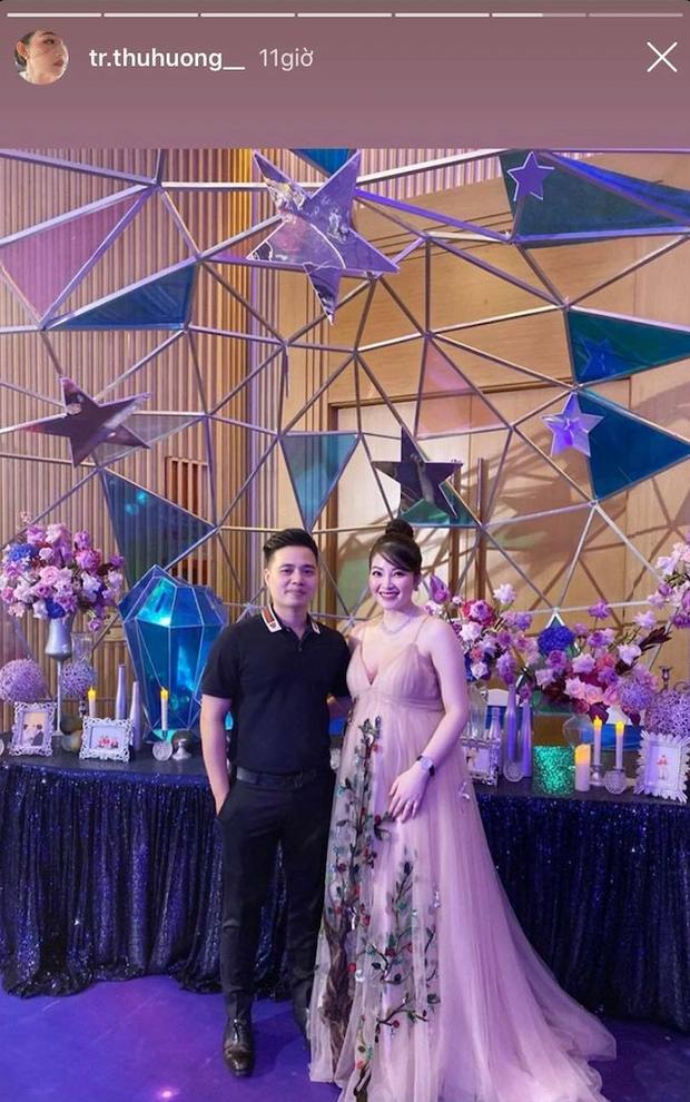 Cô dâu 200 cây vàng ở Nam Định rạng ngời, tự tin diện áo khoét cổ sâu siêu gợi cảm bất chấp bầu bí - Ảnh 3.