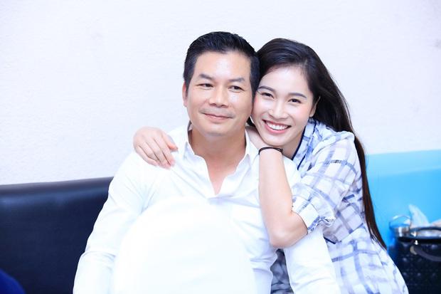 Vợ Á hậu kém 16 tuổi tình cảm tháp tùng Shark Hưng đi quay show thực tế - Ảnh 4.