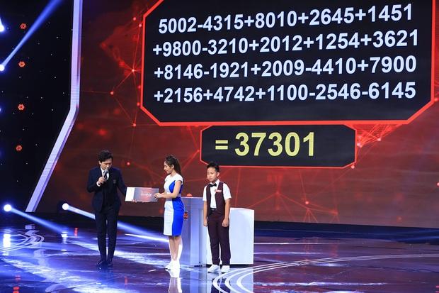 Siêu trí tuệ: Cậu bé 12 tuổi mất 11 giây để khai căn dãy 63 con số khiến cả trường quay bùng nổ vì tự hào - Ảnh 2.