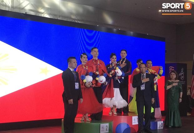 Xúc động khoảnh khắc vợ chồng VĐV đoạt huy chương vàng môn khiêu vũ thể thao tự hào hát vang Quốc ca Việt Nam trên đất Philippines - Ảnh 6.