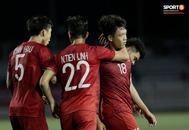 Thành Chung đánh đầu ngược, ghi bàn thắng quý như vàng cho U22 Việt Nam - Ảnh 7.
