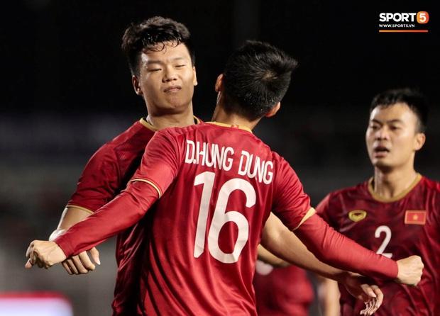 Thành Chung đánh đầu ngược, ghi bàn thắng quý như vàng cho U22 Việt Nam - Ảnh 6.