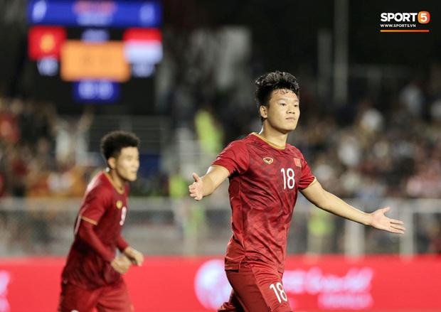 Thành Chung đánh đầu ngược, ghi bàn thắng quý như vàng cho U22 Việt Nam - Ảnh 4.