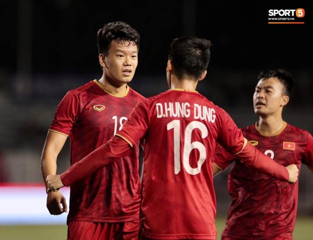 Thành Chung đánh đầu ngược, ghi bàn thắng quý như vàng cho U22 Việt Nam - Ảnh 5.
