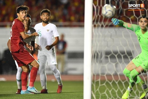 Thành Chung đánh đầu ngược, ghi bàn thắng quý như vàng cho U22 Việt Nam - Ảnh 3.