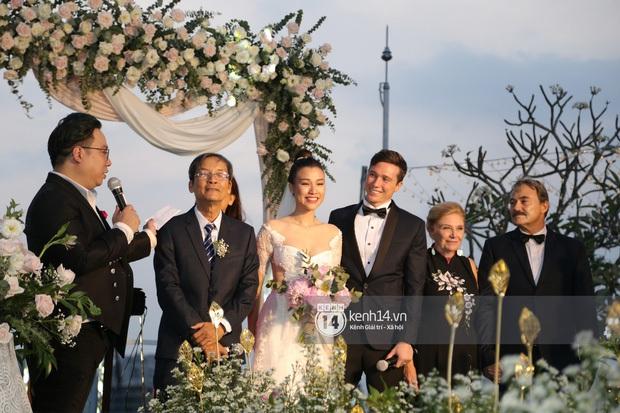 Chiều vợ như Trường Giang: Đang đi đám cưới Hoàng Oanh nhưng vẫn đích thân mua trà sữa cho Nhã Phương - Ảnh 6.
