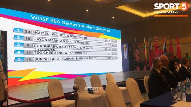 Xúc động khoảnh khắc vợ chồng VĐV đoạt huy chương vàng môn khiêu vũ thể thao tự hào hát vang Quốc ca Việt Nam trên đất Philippines - Ảnh 4.