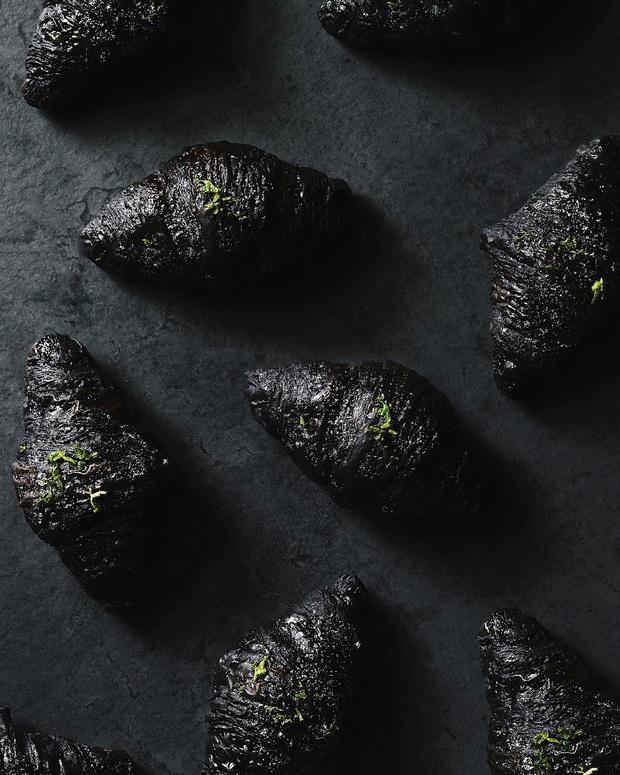 Ra mà xem bánh sừng bò trân châu đen đang sốt xình xịch ở Đài Loan khiến hội sành ăn thi nhau review đây này - Ảnh 5.