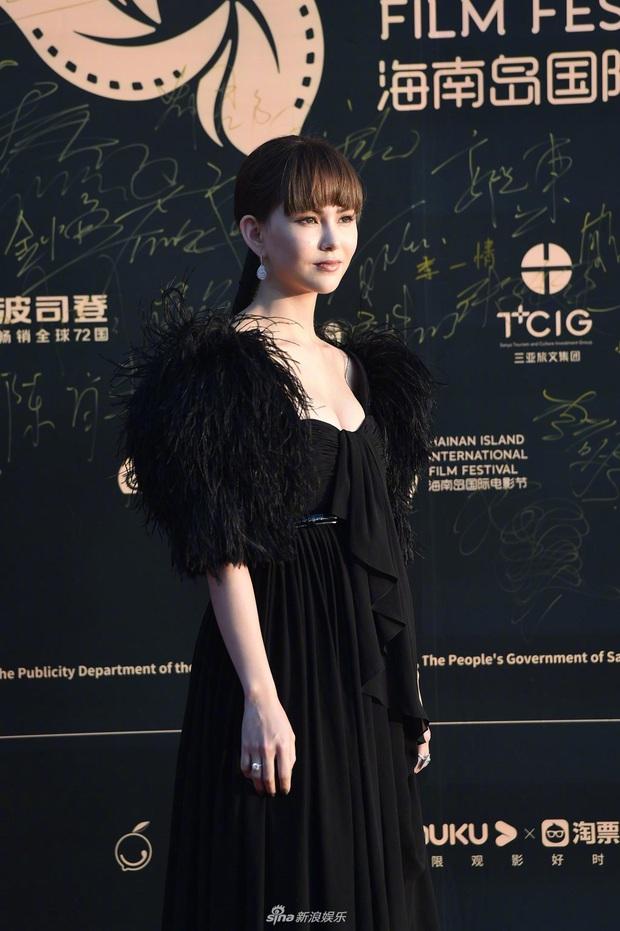 Thảm đỏ gây thất vọng hôm nay: Dương Mịch lộ body tăng cân, Trần Kiều Ân - Côn Lăng bị netizen chê dừ chát - Ảnh 5.