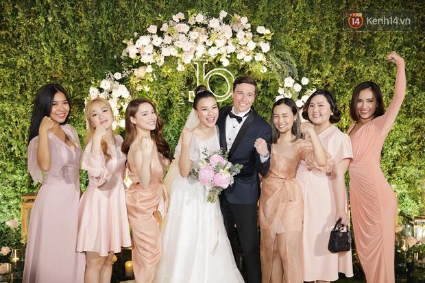 Nhã Phương sánh đôi với Trường Giang, cùng dàn sao Vbiz tới chung vui trong đám cưới Hoàng Oanh - Ảnh 4.