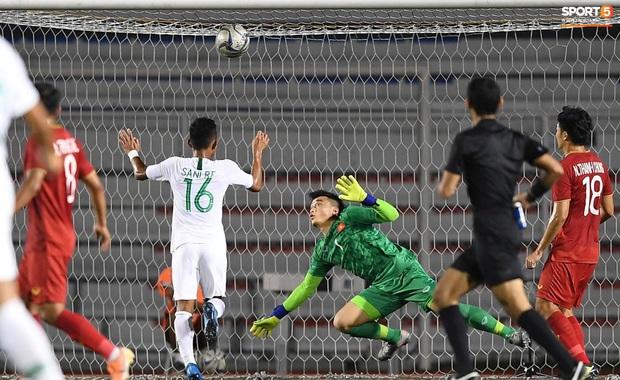 Hoàng Đức lập siêu phẩm phút bù giờ, U22 Việt Nam lội ngược dòng đánh bại U22 Indonesia 2-1, sáng cửa lọt vào bán kết SEA Games 30 - Ảnh 2.