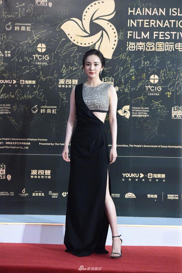 Thảm đỏ gây thất vọng hôm nay: Dương Mịch lộ body tăng cân, Trần Kiều Ân - Côn Lăng bị netizen chê dừ chát - Ảnh 1.