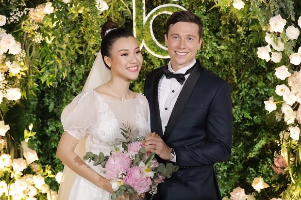 Chiều vợ như Trường Giang: Đang đi đám cưới Hoàng Oanh nhưng vẫn đích thân mua trà sữa cho Nhã Phương - Ảnh 4.